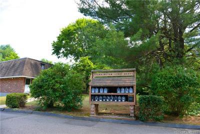 Burlington Condo/Townhouse For Sale: 232 Monce Road #1