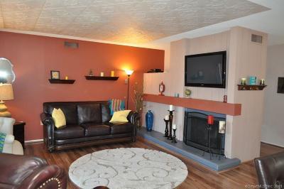 Farmington Condo/Townhouse For Sale: 6 Crocus Lane #6