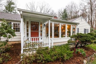 Ridgefield Single Family Home For Sale: 25 Kiahs Brook Lane