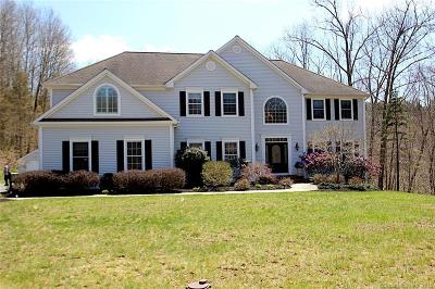 Newtown Single Family Home For Sale: 2 Bramble Trail
