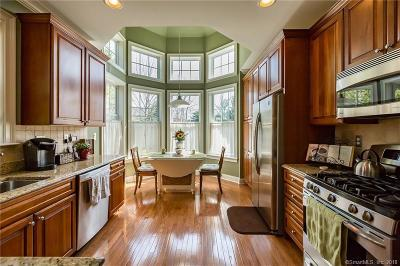 Middlebury Condo/Townhouse For Sale: 9 Dogwood Court #9