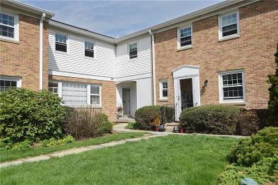 New Canaan Condo/Townhouse For Sale: 75 Heritage Hill Road #75