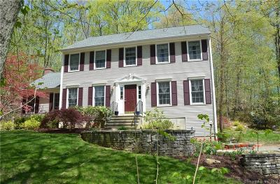 Newtown CT Single Family Home For Sale: $424,900