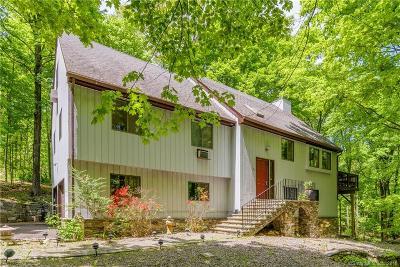 Ridgefield Single Family Home For Sale: 89 Saunders Lane