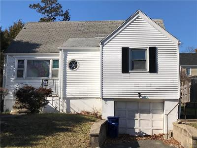 Bridgeport CT Single Family Home For Sale: $160,000