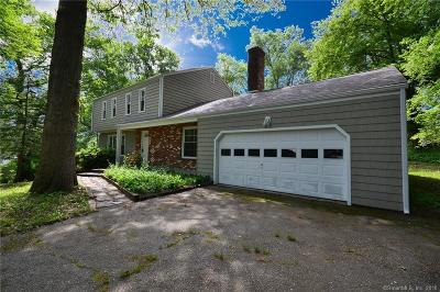 Fairfield County Single Family Home For Sale: 35 Camelot Drive