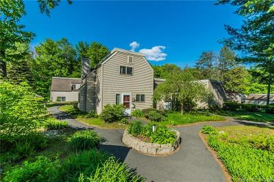 Simsbury Condo/Townhouse For Sale: 2 Carriage Drive #2