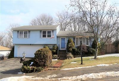 Waterbury Single Family Home For Sale: 67 Kendall Circle