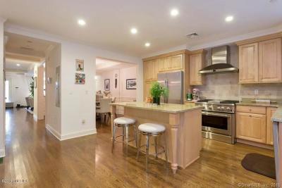 Greenwich Condo/Townhouse For Sale: 70 Riverdale Avenue #1003