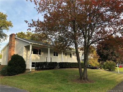 Fairfield County Single Family Home For Sale: 43 Coachlamp Lane