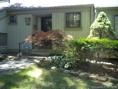 Southbury Condo/Townhouse For Sale: 670 Heritage Village #B