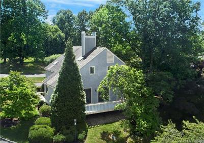 Greenwich Condo/Townhouse For Sale: 513 West Lyon Farm Drive #513
