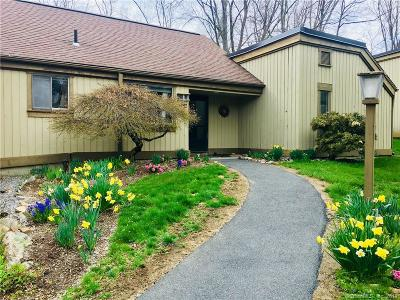 Southbury Condo/Townhouse For Sale: 823 Heritage Village #B