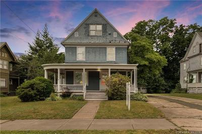 Bristol Single Family Home For Sale: 131 Summer Street