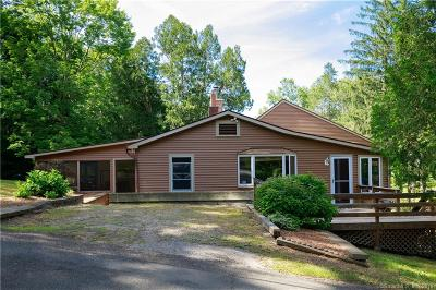 Newtown Single Family Home For Sale: 2 Deer Trail