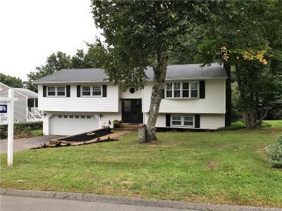Naugatuck Single Family Home For Sale: 54 Linda Court