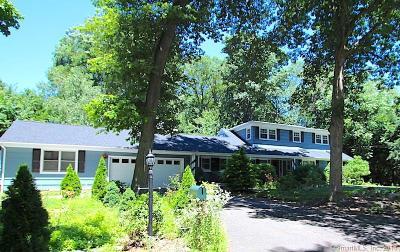 Norwalk Single Family Home For Sale: 32 Deerwood Manor