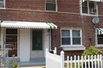 Bridgeport Condo/Townhouse For Sale: 221 Court D, Bld #40