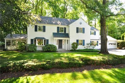 West Hartford Single Family Home For Sale: 7 Banbury Lane