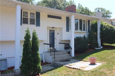 Naugatuck Single Family Home For Sale: 36 Autumn Ridge Road