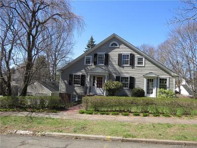 Hamden Single Family Home For Sale: 203 Ridgewood Avenue