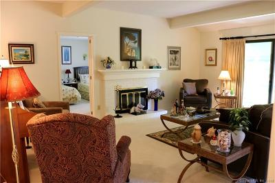 Southbury Condo/Townhouse For Sale: 963 Heritage Village #B