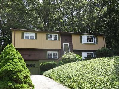 Ledyard Single Family Home For Sale: 16 Nutmeg Drive