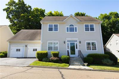 Trumbull Single Family Home For Sale: 20 Sir Thomas Way #20