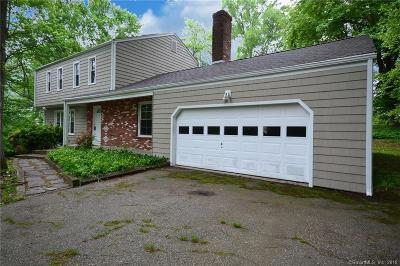 Trumbull Single Family Home For Sale: 35 Camelot Drive