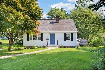 Fairfield Single Family Home For Sale: 4 Cedarhurst Lane
