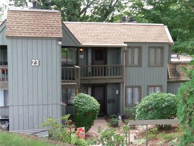 Southington Condo/Townhouse For Sale: 41 Hickory Hill #41