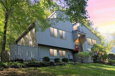Ridgefield Single Family Home For Sale: 67 Mamanasco Road