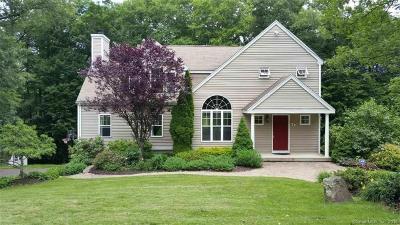 Hamden Single Family Home For Sale: 77 Oakwood Lane