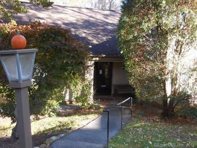 Southbury Condo/Townhouse For Sale: 688 Heritage Village #B