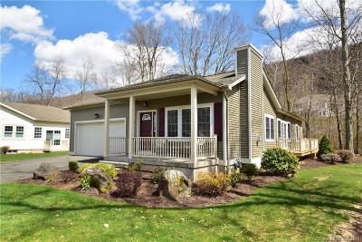 Berlin CT Condo/Townhouse For Sale: $299,900