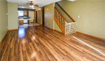 New Britain Condo/Townhouse For Sale: 24 New Hampshire Drive #9C