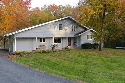 Shelton Single Family Home For Sale: 33 Fieldstone Drive