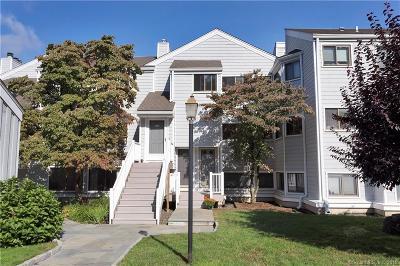Norwalk Condo/Townhouse For Sale: 146 Rowayton Woods Drive #146
