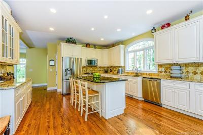 Brookfield Single Family Home For Sale: 64 Riverford Road