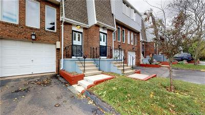 Meriden Condo/Townhouse For Sale: 184 Gravel Street #24