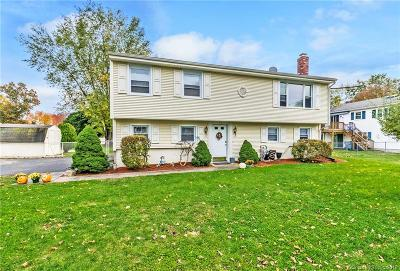 Plainville Single Family Home For Sale: 155 Pickney Avenue