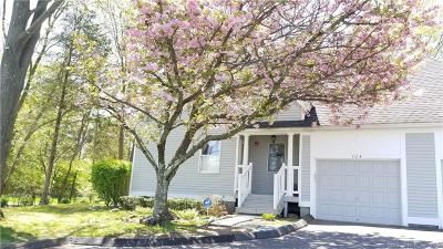 Milford CT Condo/Townhouse For Sale: $269,900