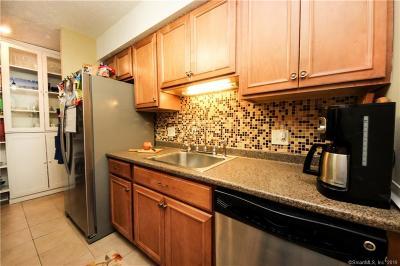 West Haven Condo/Townhouse For Sale: 375 Captain Thomas Boulevard #69