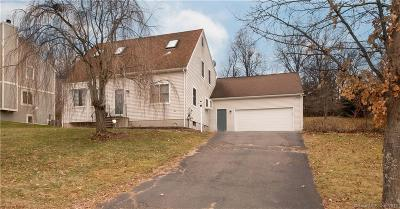 Middletown Single Family Home For Sale: 12 Brookview Lane