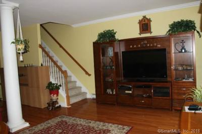 Danbury Condo/Townhouse For Sale: 17 East Hayestown Road #2