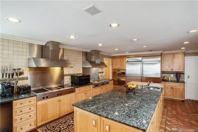 Stamford Single Family Home For Sale: 80 Fawnfield Road