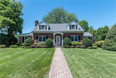 Stamford Single Family Home For Sale: 11 Boxwood Drive