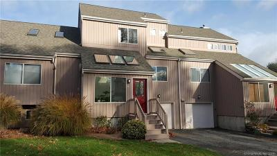 Shelton Condo/Townhouse For Sale: 42 Red Oak Circle #42