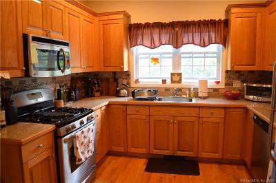 Naugatuck Condo/Townhouse For Sale: 697 Beacon Valley Road #7
