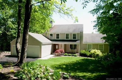 Burlington Single Family Home For Sale: 9 Deerfield Trace